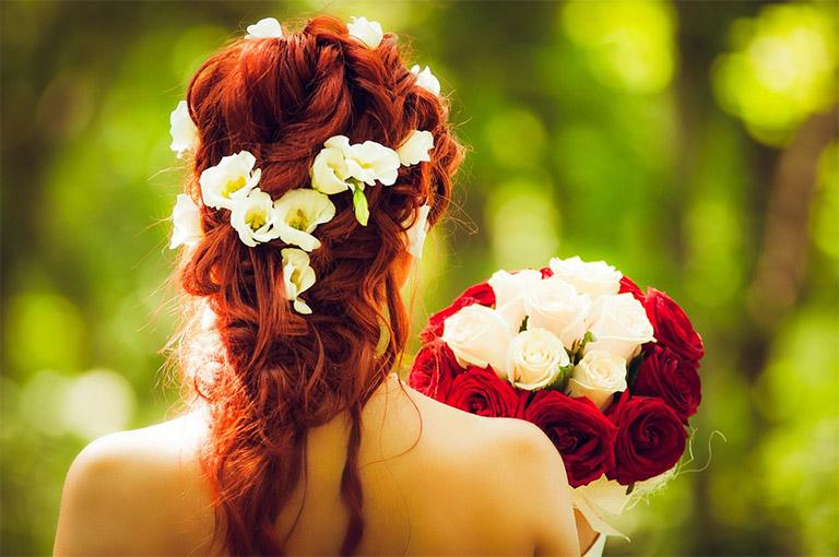 喜欢一个女孩正在追求,怎样把握送花的机会