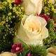 9枝香槟玫瑰外搭石竹梅、黄莺英文报纸花束