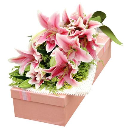 喜出望外-6枝多头香水粉百合,搭配黄莺精美花盒