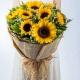 温暖时光-9朵向日葵,搭配水晶草、栀子叶